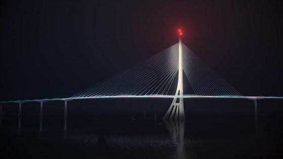 Cầu được thiết kế chiếu sáng nghệ thuật. Ảnh: QUỐC HÙNG