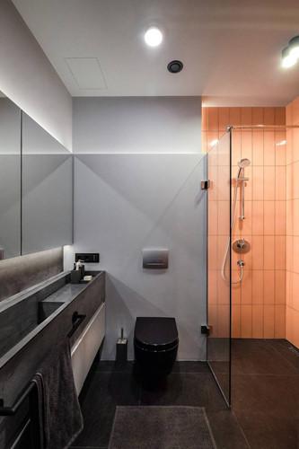Đặc biệt, trong căn hộ chật hẹp vẫn có một không gian thoải mái cho phòng tắm với nội thất hiện đại