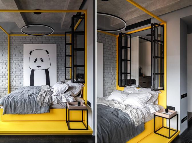 Không có phòng riêng nên giường ngủ được thiết kế đặc biệt trong khung với hình dáng và màu sắc cá tính