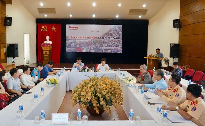 Buổi tọa đàm bắt đầu diễn ra tại trụ sở Báo Tiền Phong - Ảnh: Hoàng Mạnh Thắng