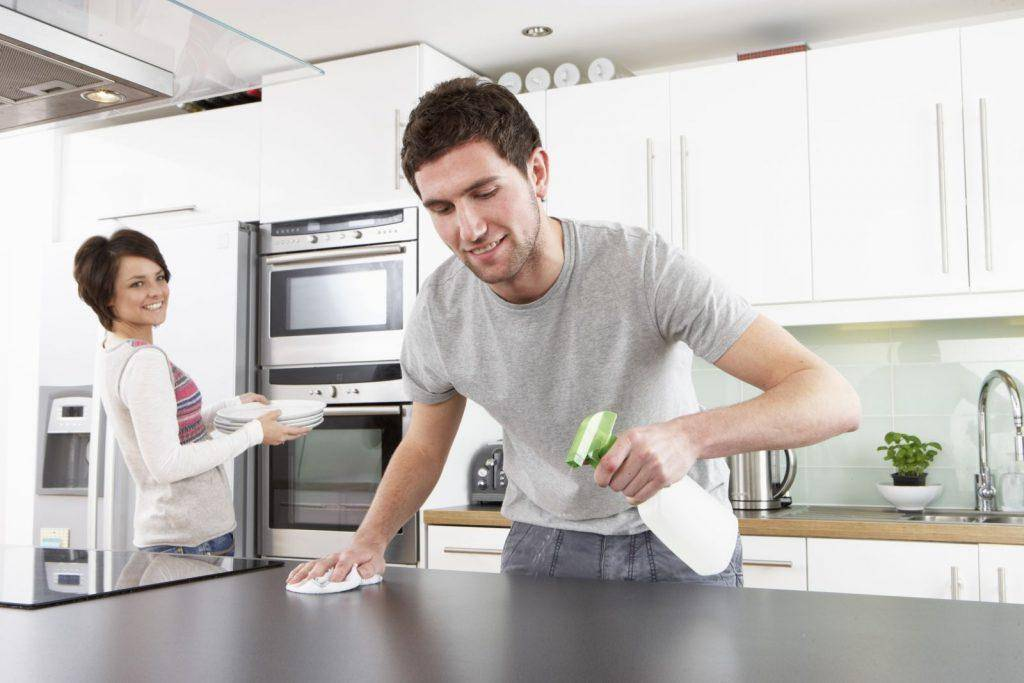 Hãy lau chùi bằng nước tẩy rửa để sản phẩm luôn được sạch đẹp