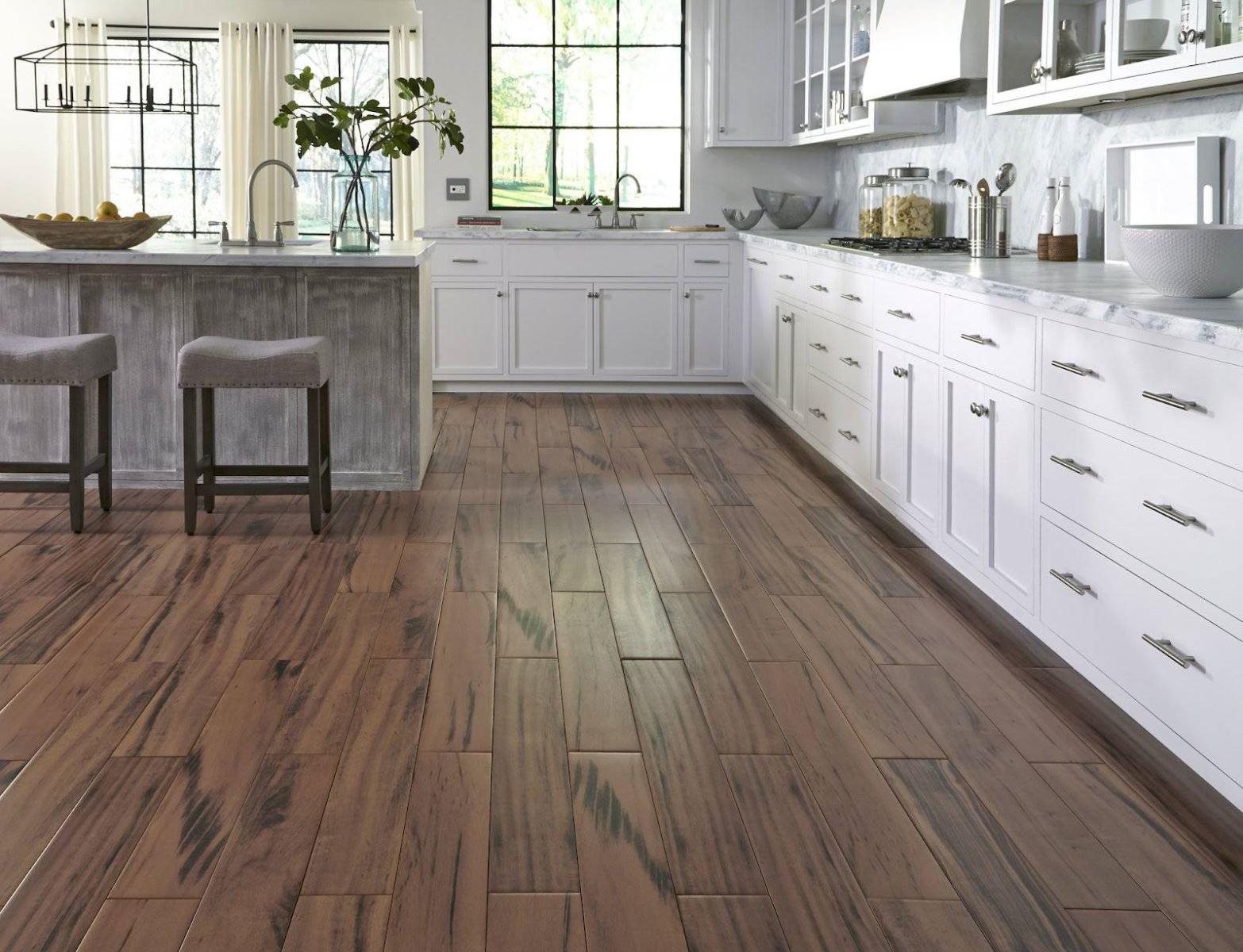 Sàn gỗ chống thấm lắp trong phòng bếp