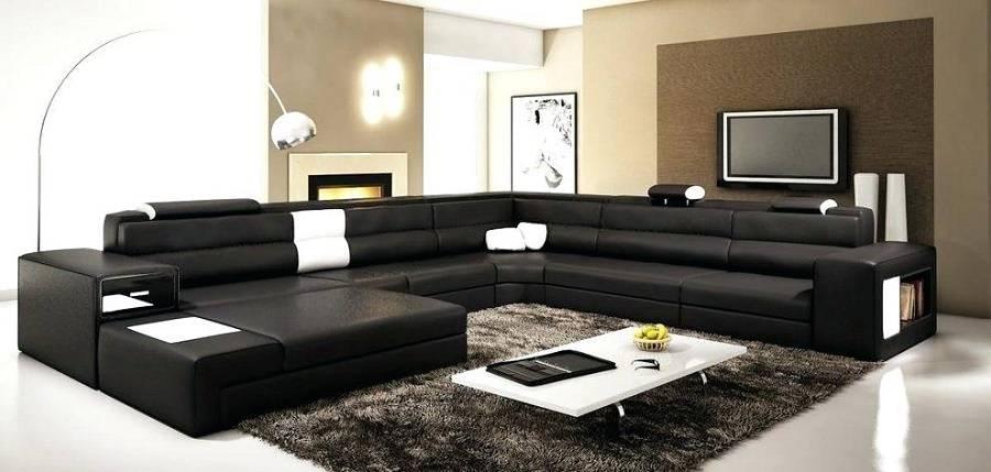 Thảm trải sàn hình vuông cỡ lớn phù hợp với phòng khách rộng