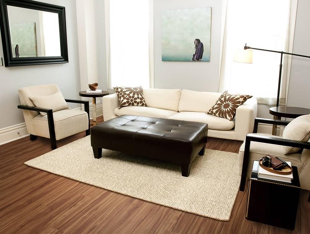 Phòng khách đồng điệu hơn với thảm trải đơn sắc cùng tông màu với sofa