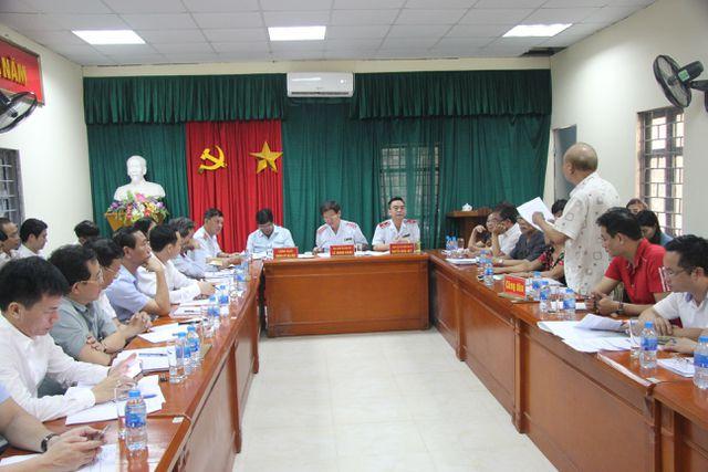 Tổng Thanh tra Chính phủ Lê Minh Khái trực tiếp lắng nghe ý kiến của người dân khiếu nại, tố cáo Dự án đường vành đai 1 Hà Nội (Ảnh: Nguyễn Trường)