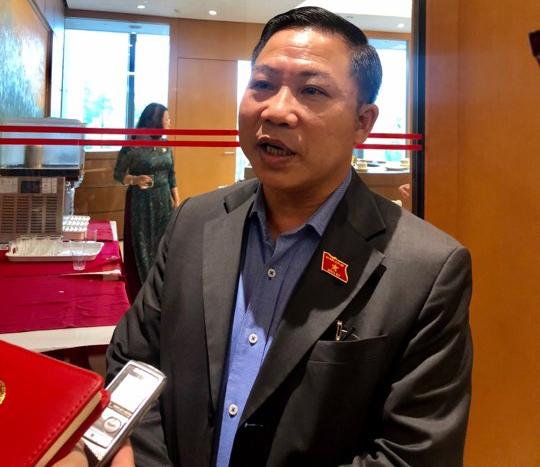ĐBQH Lưu Bình Nhưỡng trao đổi với phóng viên Báo điện tử Xây dựng về vụ việc 8B Lê Trực tại hành lang Quốc hội (ngày 21/5)