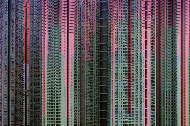 Hong Kong có khoảng 1,7 triệu căn hộ bao gồm cả những khu chung cư cũ và trong các dự án xây mới. Ảnh: Michael Wolf