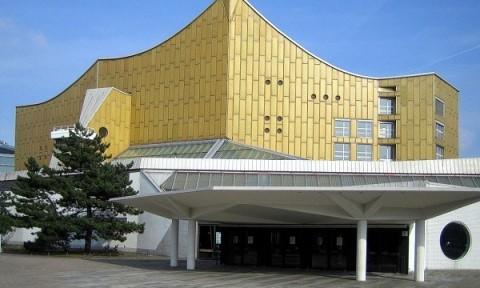 Trung tâm hòa nhạc hình vương miện mạ vàng