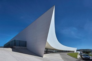 Trường học hình mũi tàu khổng lồ ở Brazil
