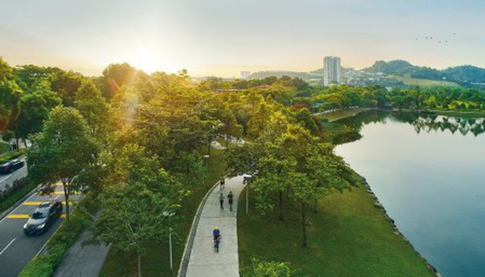 Cư dân Desa ParkCity bắt đầu một ngày mới tràn năng lượng trong không gian xanh mát của tuyến công viên trung tâm