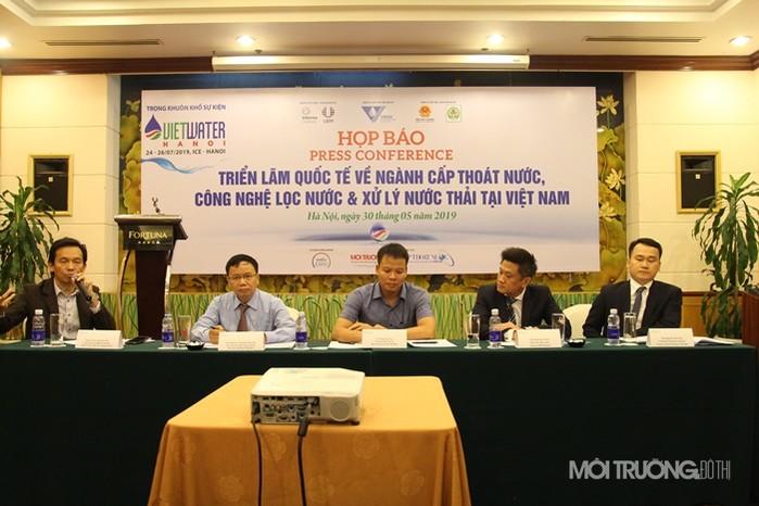 Ban tổ chức buổi họp báo đã trả lời rất nhiều câu hỏi của các phóng viên liên quan đến các lĩnh vực về cấp nước, thoát nước, xử lý nước thải và môi trường