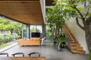 """""""Trốn"""" nóng trong ngôi nhà phủ kín cây xanh ở Sài Gòn"""