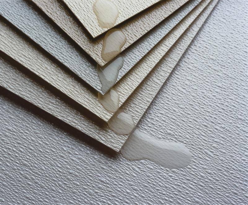 Tấm Vinyl dán tường có nhiều lớp với độ bền cao, chống nước, chịu lực