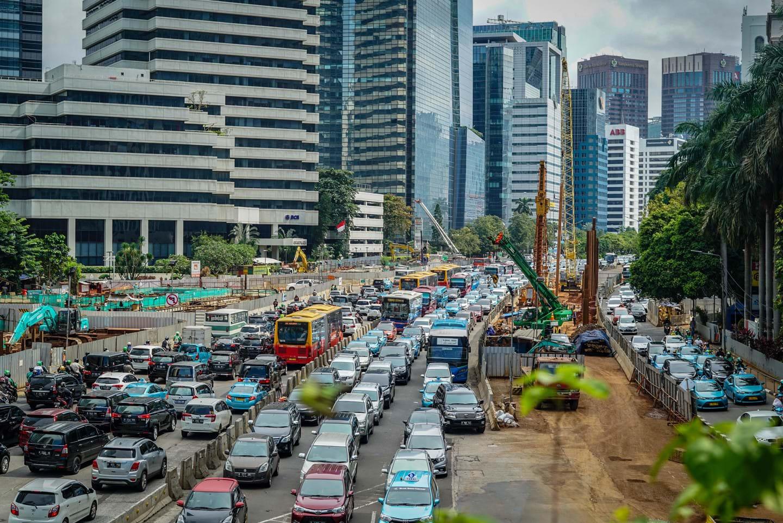 Giao thông ở Jakarta luôn ở trong tình trạng ùn tắc trong khi tỉ lệ phương tiện sở hữu cá nhân nhân ngày càng tăng cao. Ảnh: Lauren Kana Chan