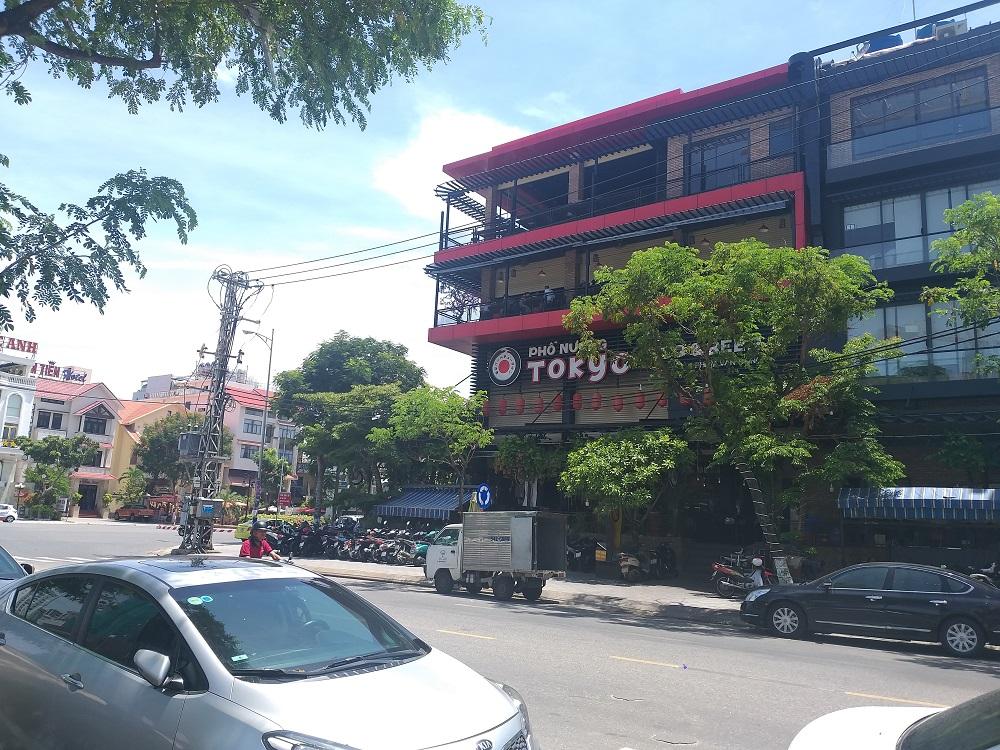 Nhà hàng nổi tiếng với món nướng Tokyo ở đường Phạm Văn Đồng sai phạm về xây dựng. Ảnh: Đình Thiên
