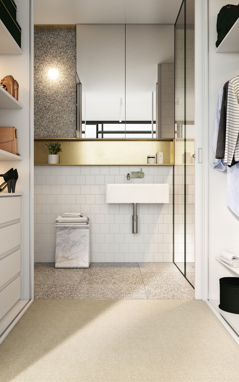 Nếu như bồn rửa và kệ đựng đồ bằng đá tách biệt thì kệ màu vàng bên trên tạo nên sự kết nối đặc biệt cho nội thất phòng tắm