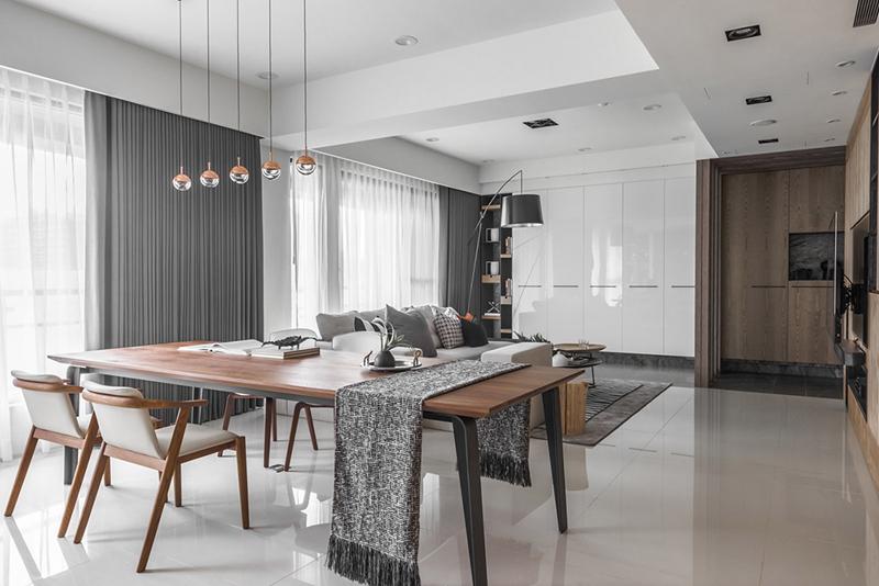 Một phần căn hộ được bảo vệ bằng kính cho phép ánh sáng xuyên qua vào buổi sáng và chiều tối.