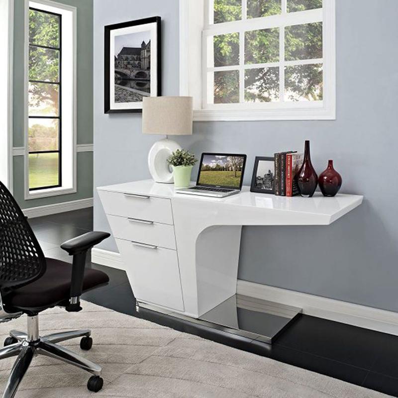 Chiếc bàn màu trắng này có khoảng trống ở dưới chân, bề mặt sáng bóng dễ lau chùi, mang phong cách châu Âu