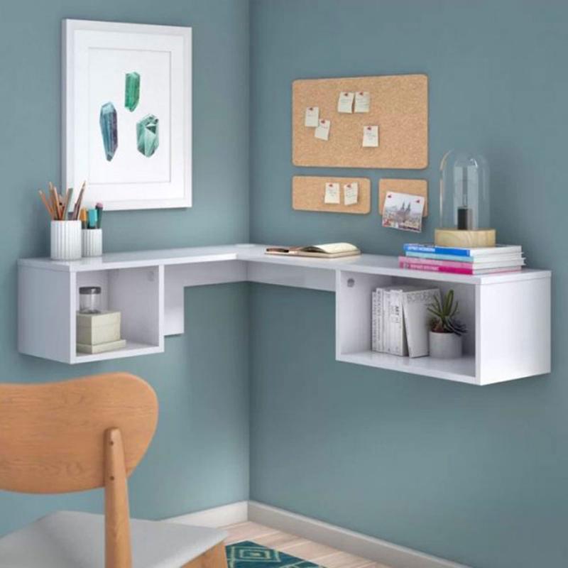 Chiếc bàn này có hình chữ L được gắn chặt vào tường, ở dưới có chia ô để sách