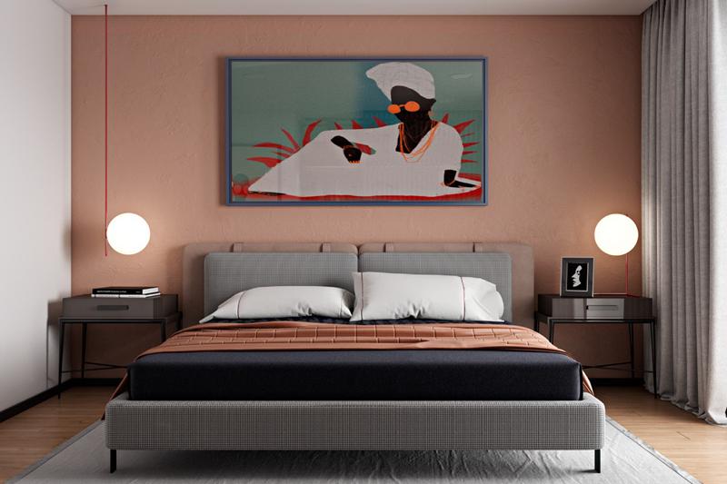 Bức tranh hình cô gái mặc áo và quấn đầu bằng khăn màu trắng được treo trên đầu giường là điểm nhấn nổi bật cho phòng ngủ