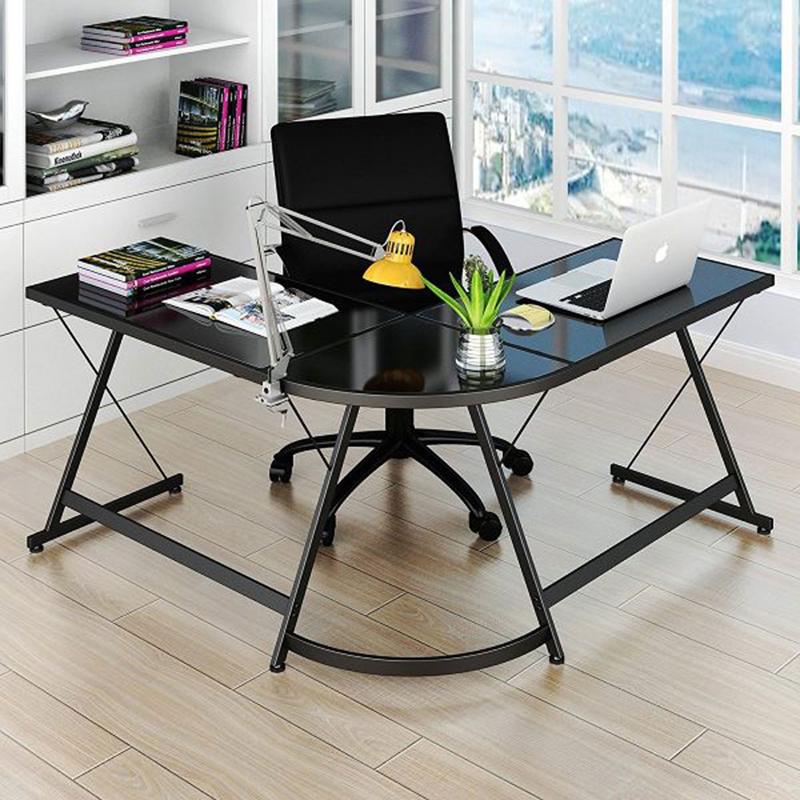 Chiếc bàn màu đen bóng rất phù hợp với giới văn phòng và mang phong cách hiện đại