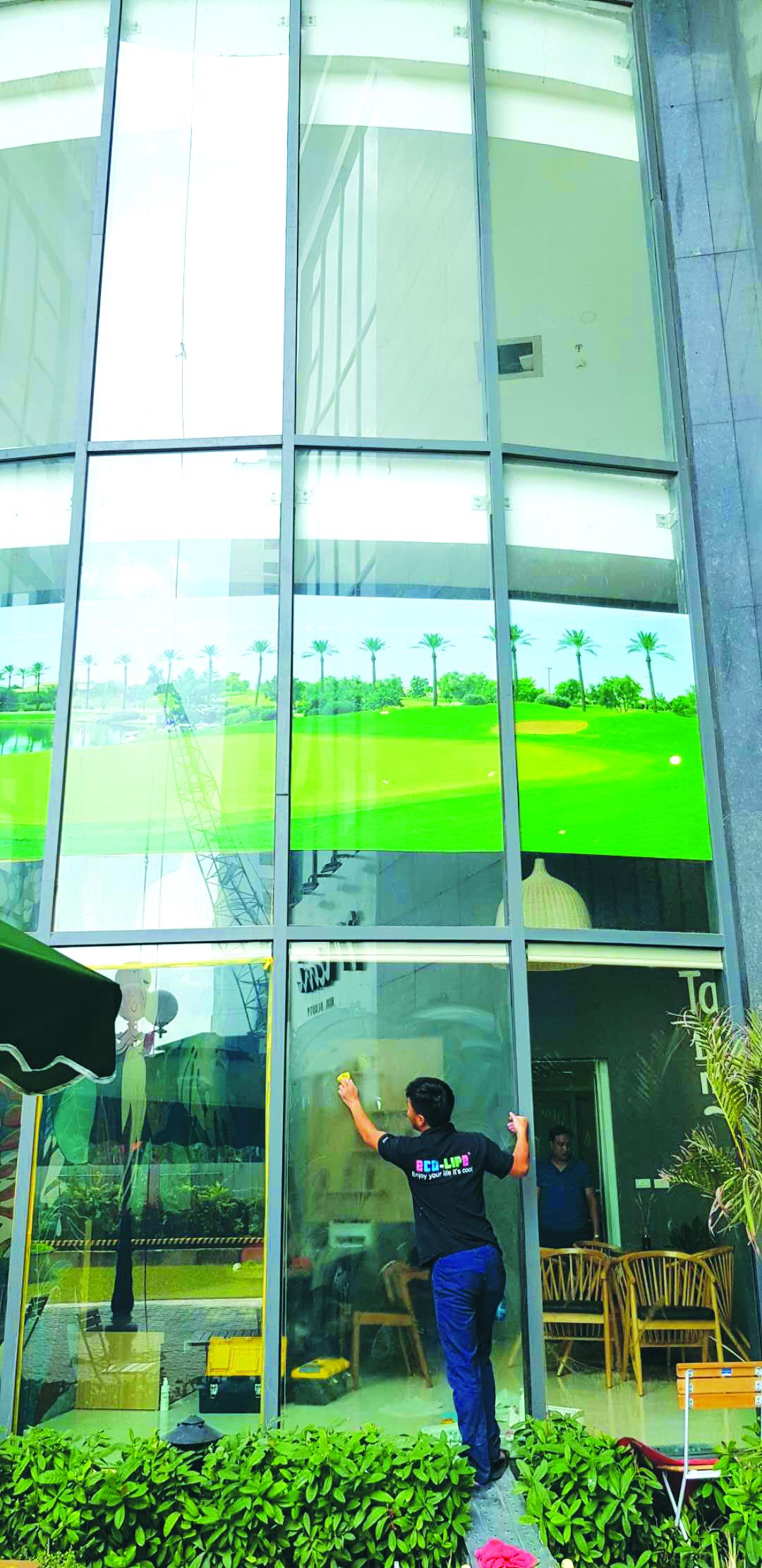 Sơn Eco-life ứng dụng với kính xây dựng giúp chống nóng và ngăn tia tử ngoại cho hầu hết các công trình