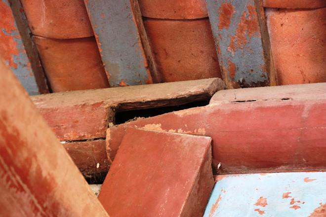 Nhiều hạng mục bằng gỗ hư hỏng, xuống cấp nghiêm trọng