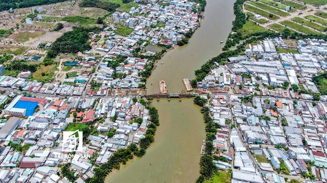 Nhiều dự án cầu đường quanh trục Nguyễn Hữu Thọ, Lê Văn Lương (Nhà Bè) đang được gấp rút đầu tư, tạo mật độ lưu thông cao cho khu đô thị cảng Hiệp Phước.