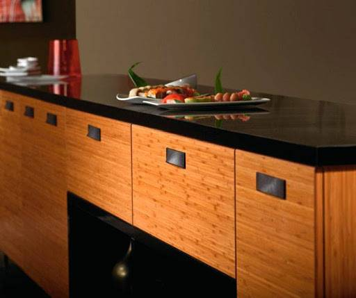 Kệ bếp sử dụng tre ván ép với mức độ yên tâm cao bởi vật liệu này chống cháy tốt