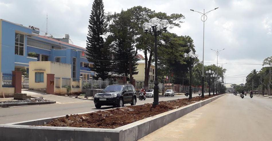 Công trình chỉnh trang đô thị TP.Pleiku hạng mục đường Hai Bà Trưng đang trong thời gian thi công để kịp chào mừng 90 năm thành lập đô thị Pleiku