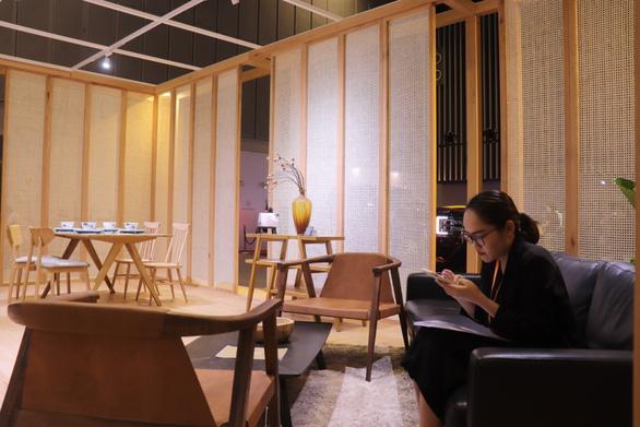 """Một trường phái nội thất """"ít đồ hơn để có nhiều không gian sống hơn"""" tại hội chợ - Ảnh: N.BÌNH"""