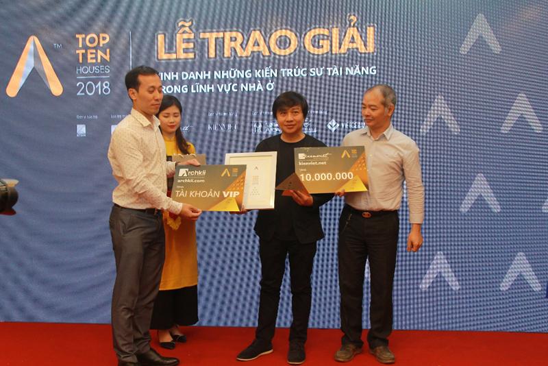 KTS Nguyễn Hoàng Mạnh - Văn phòng MIA Design Studio là một trong 10 tác giả, nhóm tác giả đạt giải thưởng Top 10 Houses 2018