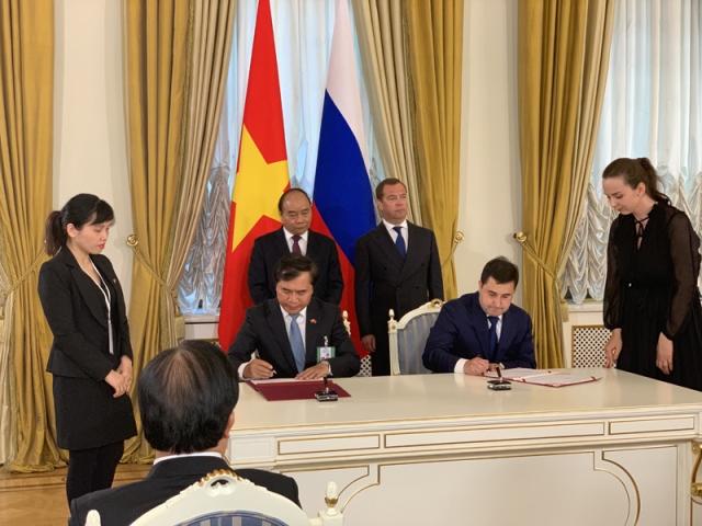 Bộ Xây dựng Việt Nam - đại diện là Thứ trưởng Lê Quang Hùng và Bộ Xây dựng,  Nhà ở và Dịch vụ công cộng Liên bang Nga, đại diện là Thứ trưởng Nikita E. Stasishin đã ký Kế hoạch hợp tác