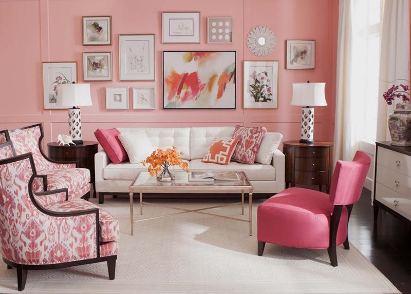 Bộ bàn ghế có gam màu trắng và hồng đan xen; những bức tranh nền trắng được treo trên tường màu hồng đã tô điểm cho phòng khách