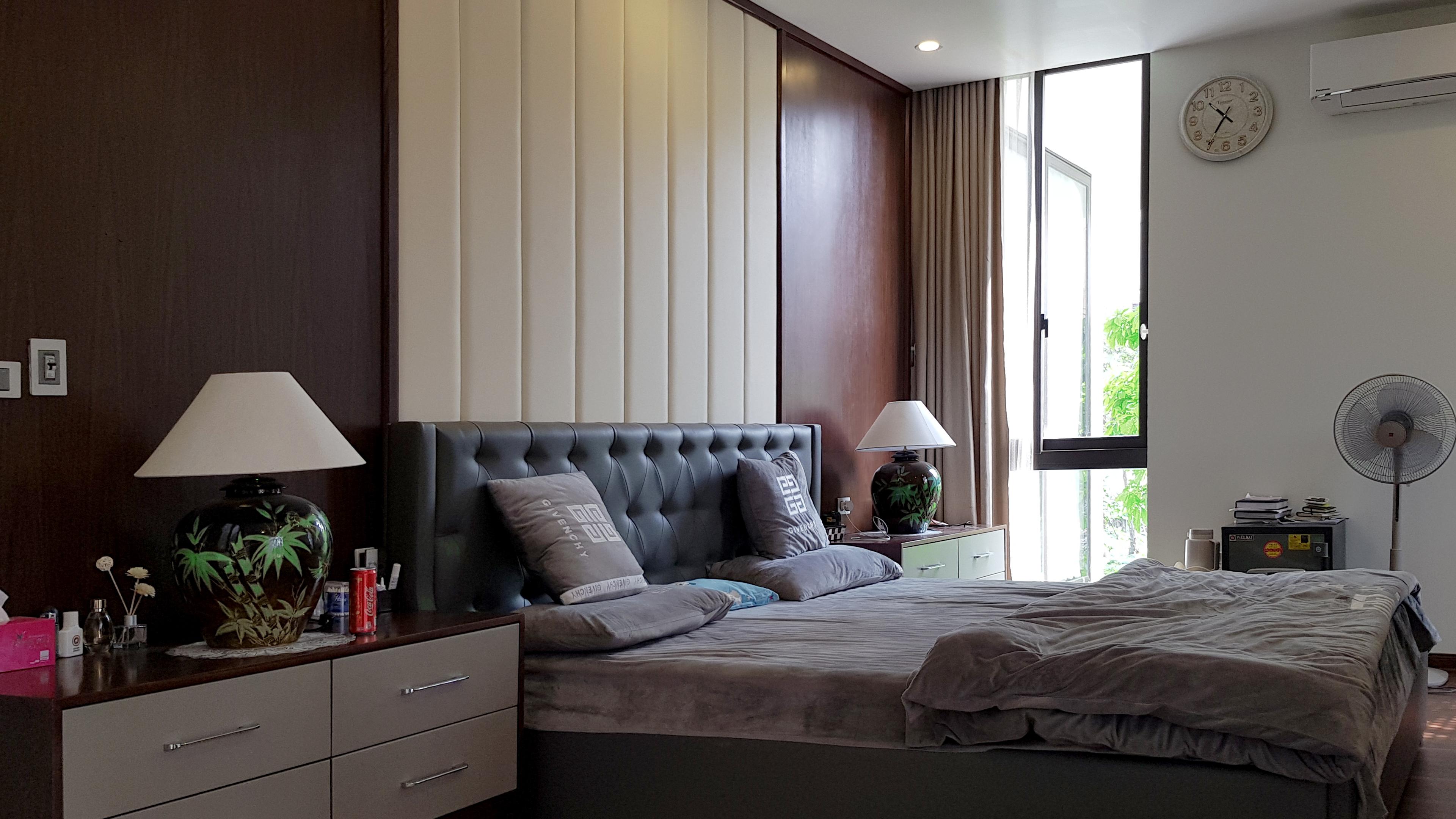 Phòng ngủ master sử dụng khoảng chéo lấy ánh sáng và thư giãn