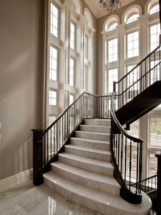 Cầu thang từ đá marble (đá cẩm thạch) màu be