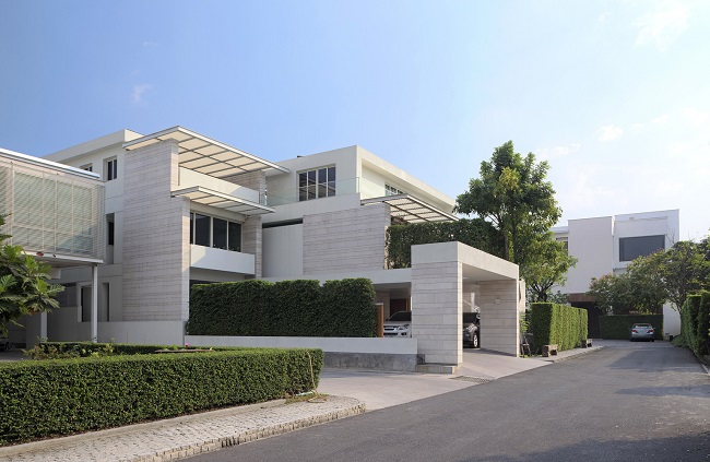 Biệt thự này nằm tại khu dân cư giàu có ở Thái Lan.