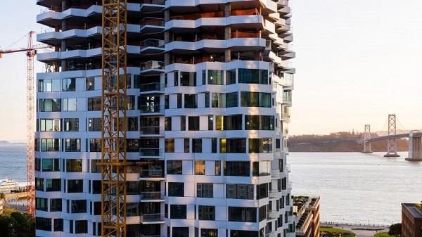 Với chiều cao ấn tượng, đứng trên tòa tháp xoắn ốc này, bạn có cơ hội ngắm cảnh quan Vịnh San Francisco, Cầu Bay và đường chân trời thành phố.