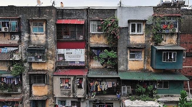 Một khu nhà tập thể cũ đã xuống cấp trên địa bàn quận Ba Đình. Ảnh: N.Đăng