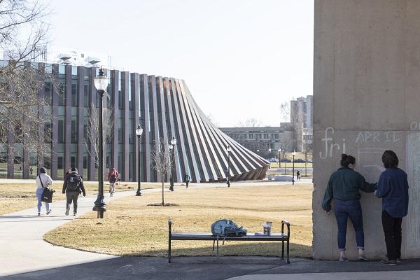 Còn đây là quanh cảnh trung tâm nghiên cứu mới cùng trường Isenberg nhìn từ trên cao.