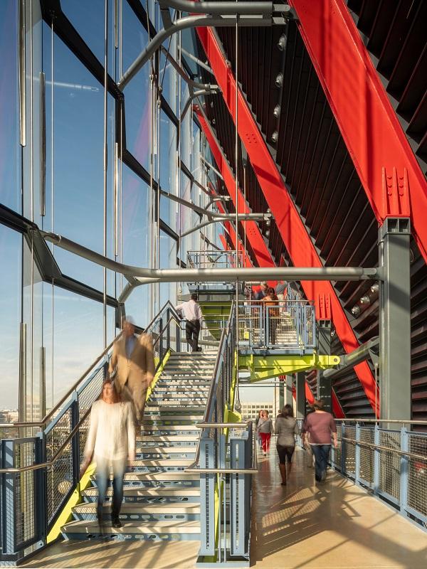 Bên trong bảo tàng thiết kế các không gian triển lãm ở nhiều kiểu dáng, quy mô khác nhau. Ngoài ra, ở đây còn có một nhà hát.
