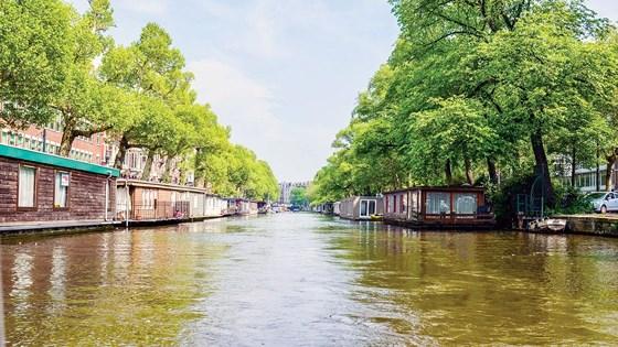 """Một góc TP Rotterdam (Hà Lan), nơi có nhiều giải pháp biến nước từ """"kẻ thù đáng sợ"""" thành """"người bạn thân thiết"""", giúp TP thêm cơ hội phát triển. Ảnh: MINH PHONG"""