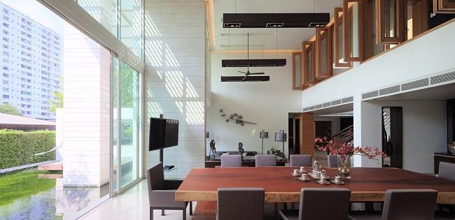 Đối với khu vực sinh hoạt của bố mẹ, kiến trúc sư kết hợp phòng khách và phòng ăn với nhau, biến nơi này trở thành một nơi gặp gỡ, tụ họp gia đình.