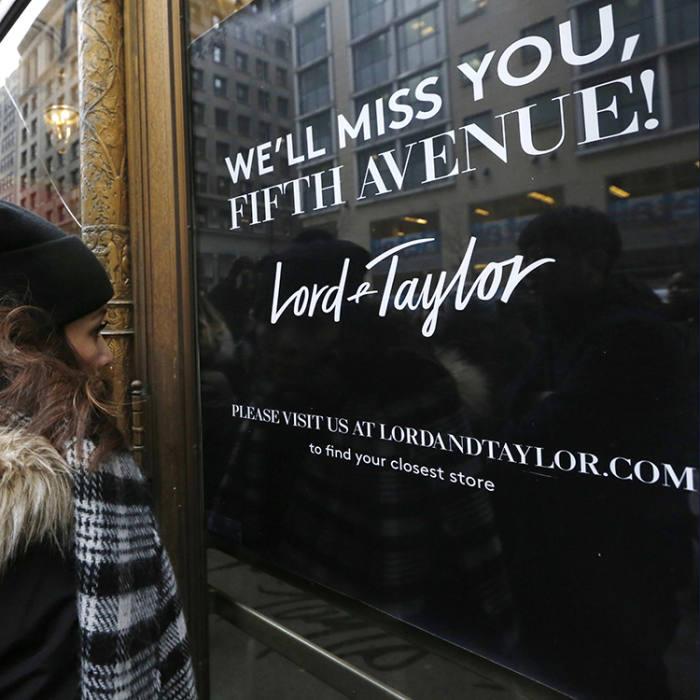 Lord & Taylor thông báo đóng cửa hàng tại Đại lộ số 5 năm 2017. Ảnh: AP