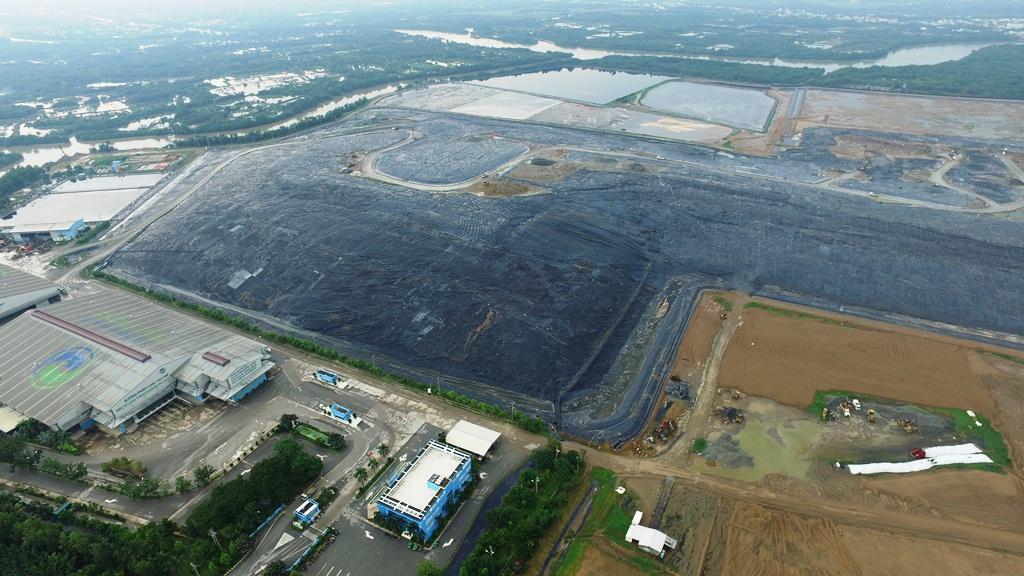 Bãi rác Đa Phước gây ảnh hưởng đến nhiều quận, huyện khu Nam của TP HCM    Ảnh: Hồng Phúc.