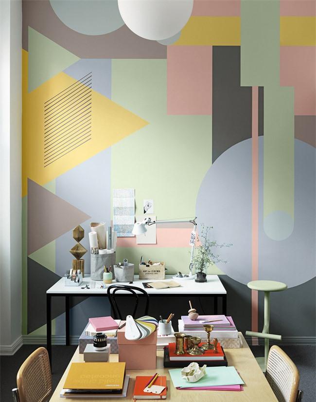 Họa tiết hình học đầy màu sắc mang đến vẻ đẹp thú vị cho phòng làm việc tại nhà