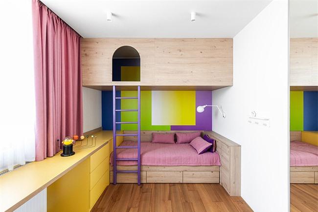 Hơn nữa, việc sử dụng màu sắc để trang trí không gian sống cũng rất đơn giản và dễ dàng