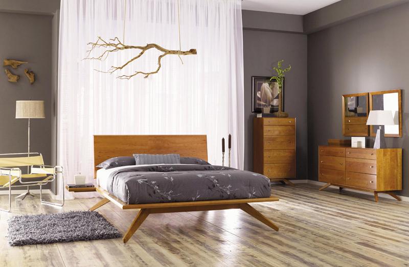 Một chiếc giường ngủ chắc chắn, kết hợp với cành cây trang trí bên trên khiến chủ nhân ngắm mãi không chán