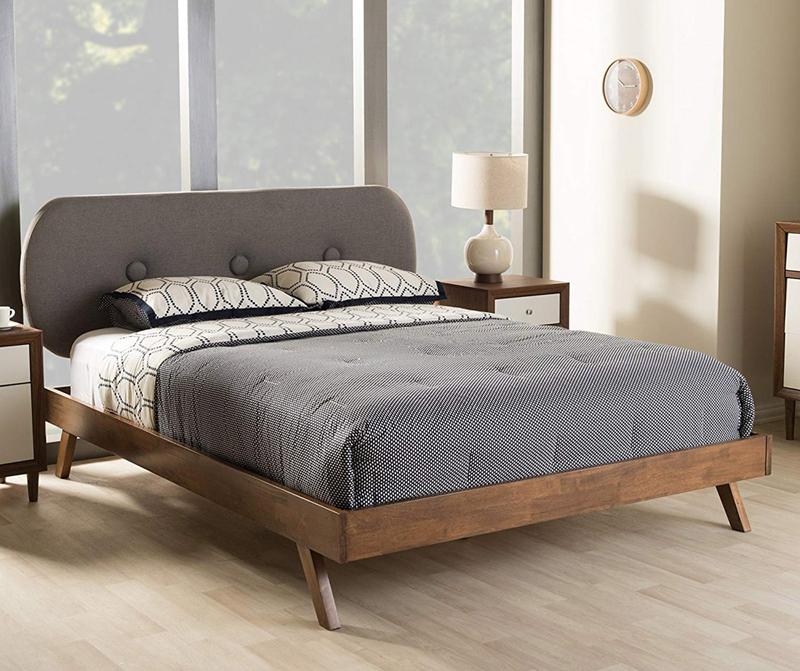Giường ngủ vừa hiện đại vừa cổ điển, tạo nên sự hài hòa cho phòng
