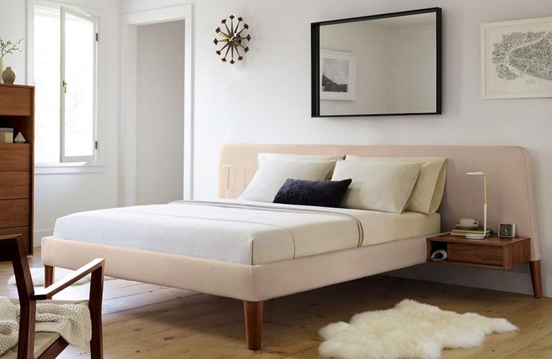 Đầu giường mở rộng, gắn thêm hộc tủ nhỏ dùng lưu trữ sách, báo hay tạp chí bạn đang đọc dở